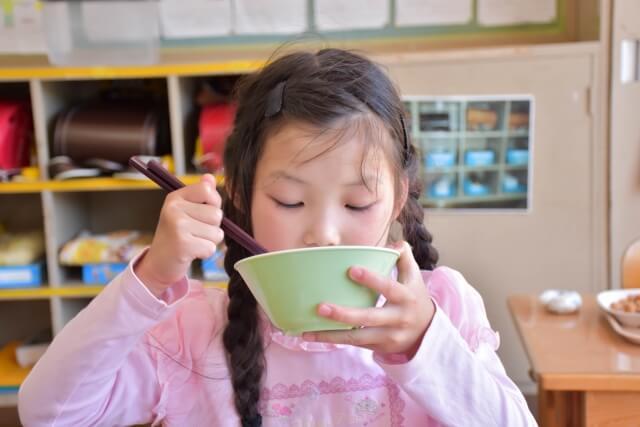 学校で起こりやすい食中毒事故