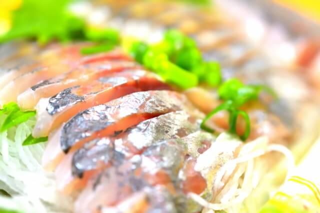 夏に多く発生する食中毒事故について